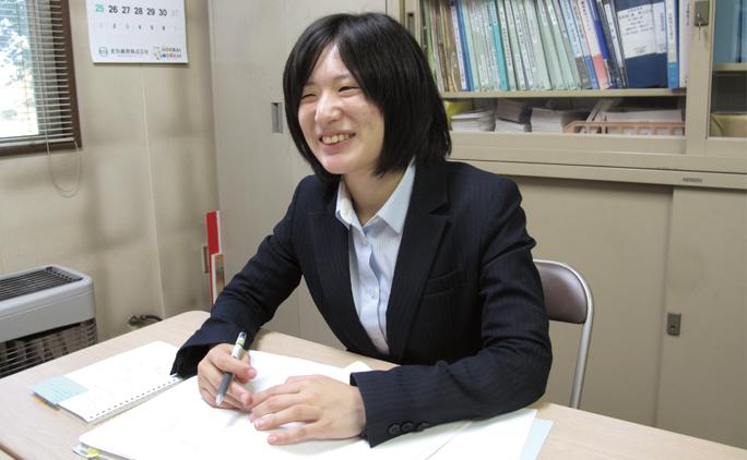 営業部の伊藤奈菜さん。現場のニーズや状況はそれぞれ異なるため、一つひとつの仕事に学びや発見があり、毎日新鮮な気持ちで仕事に向き合えるという。
