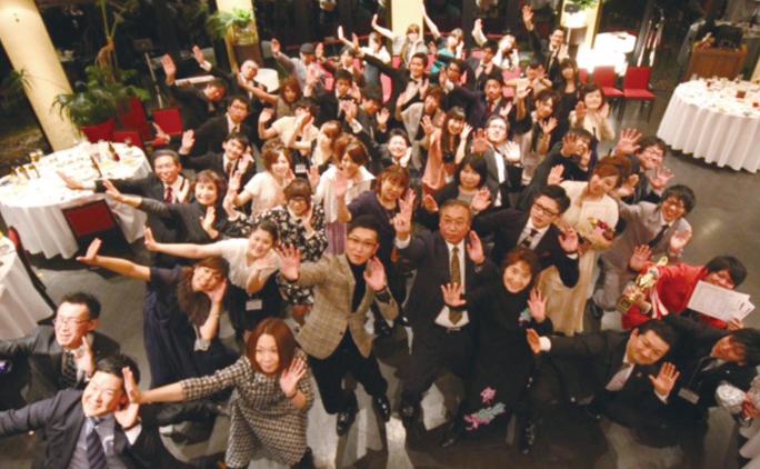 年に1度の決起会では、全道各地から全社員が集合する。各店舗ごとの出し物などバラエティに富んだ内容だ。