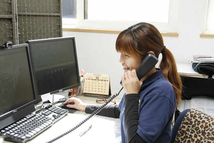電話でのサポートは年中無休で行っている。知識豊富なスタッフによる、スピーディーかつ丁寧な対応が利用者に好評だ。