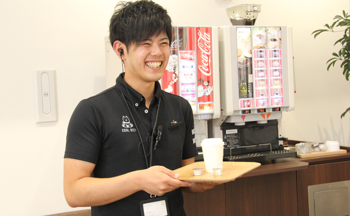 笑顔が自慢の木村貴大さんは入社10ヵ月でソフトバンク札内店店長に昇進!
