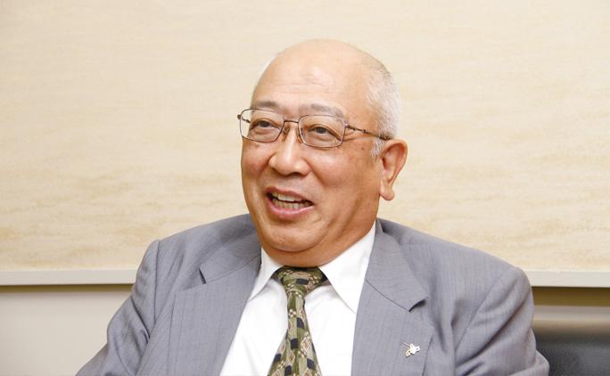 常務執行役員本店長、高道伸さん。「我が社は終身雇用を目指しています。温かさを持ったファミリー的な会社を目指しているんです」。給与、休暇など福利厚生面も充実している。