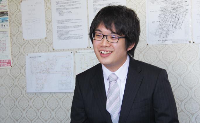社員として利用者さんの送迎や生活支援を行いながら、通信で千葉県の大学で学ぶ生活相談員の鈴木さん(入社1年目)。