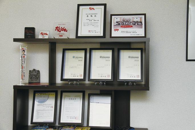 阿部さんが取得した資格の数々。賃貸物件に関するアドバイスも好評だ。