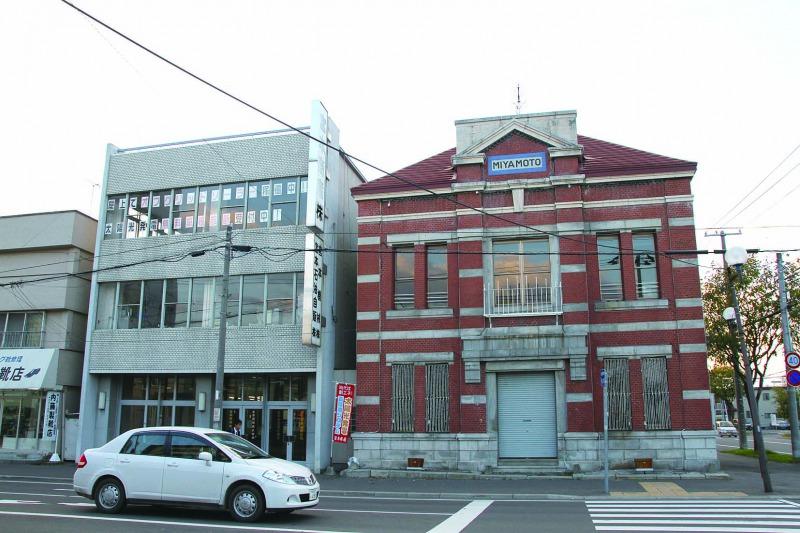 親会社である宮本商産が建てたレンガ造りの建物。