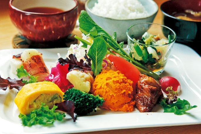 彩りも豊かだで見た目にも満足する料理ばかり。農家だからこその豊かさが一皿にあふれます。