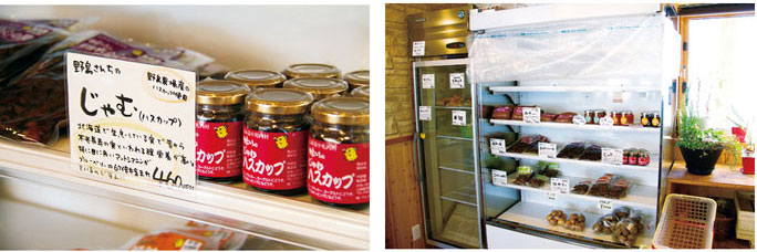 レストランの入り口に設けられている加工品。野菜収穫時には採れたて野菜も並ぶ。