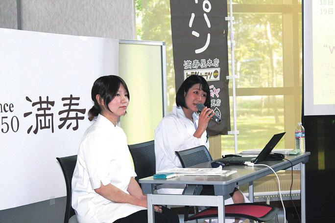 共同記者会見の様子。技術開発には、畜大の食品科学研究部門の山内宏昭教授と食品科学ユニットの学生2名が携わりました。